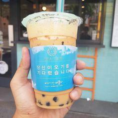 #Repost from @heekwangyoon #먹스타그램 #맛스타그램 #food #seoul #홍대 #아마스빈 #버블티 #bubbletea #bobatea #루이보스밀크티 #rooibostea #milktea #폰카 #갤럭시s7 #galaxys7