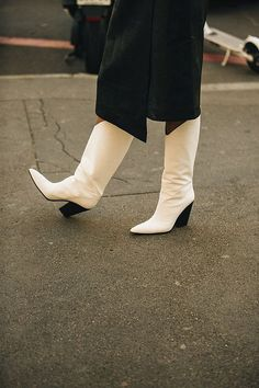 9aaf8154644 246 Best ..WHITE boots.. images in 2019 | Fashion, Style, White boots