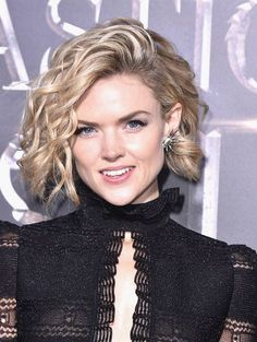Erin Richards Curled Out Bob - Erin Richards looked totally cute wearing this curled-out bob at the world premiere of 'Fantastic Beasts and Where to Find Them.'