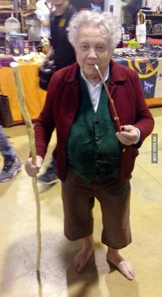 A wild Bilbo appears, best cosplay I have ever seen.