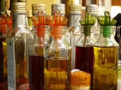 Red Wine Vinegar Health Benefits: Weight Loss, Heart Health And More * Lowers Blood Sugar Levels * Protects Skin * Promotes Weight Loss * Boosts Heart Health Red Wine Vinegar Substitute, Vegan Egg Substitute, Cast Iron Skillet, Cast Iron Cooking, Cleaning Cast Iron Pans, Distilled White Vinegar, Apple Cider Vinegar, Kombucha, Vinaigrette