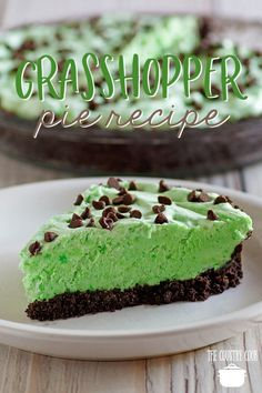 No Bake Grasshopper Pie recipe from The Country Cook is the no bake pie of summer. #nobake #pie #grasshopper #mint #chocolate #desserts #easy #recipes #summer