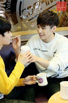 [23.12.15] Astro official Fancafe - MyungJun e Rocky