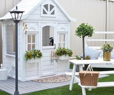 Building your little one a playhouse in the backyard will surely make them happy. There are a few things you should know before you build a playhouse for kids. Kids Cubby Houses, Kids Cubbies, Play Houses, Backyard Playhouse, Build A Playhouse, Girls Playhouse, Wooden Playhouse, Kids Outdoor Play, Backyard For Kids