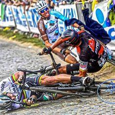The most striking moment of the Ronde Van Vlaanderen 2017.  Le moment où le Tour des Flandres 2017 a basculé.  #PeterSagan #Sagan #WorldChampion #GregVanAvermaet #VanAvermaet #OliverNaesen #Naesen #velo #vélo #bike #bicycle #bicicletta #cyclist #cycliste #ciclista #cyclisme #cycling #ciclismo #RadFahren #Chute #Crash
