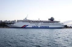 Το Louis Olympia (τώρα Celestyal Olympia) πλαγιοδετημένο στον Πειραιά. 21/01/2014.