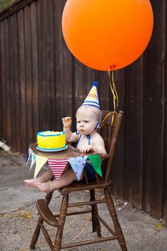 Vintage high chair + bunting + over-sized balloon = adorable #smashcake photos! #firstbirthday