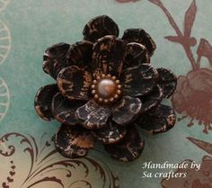 Hi, Ladies! Today I wanna show you ladies how I make these flowers with pine cones! My store at: http://www.zibbet.com/SaCrafters My flower center :http://ww...