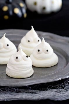 Meringue ghosts are so simple to make and are the perfect addition to any Halloween celebration. So spooktacular! #halloween #dessert