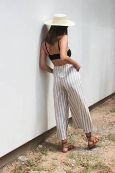 Wide leg, full length pant with front patch pockets and elastic waistband. 55% Linen 45% Cotton Care Instructions: Machine wash gentle or hand wash, hang dry, or dry clean only. measurements (taken fr