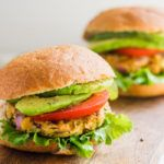 Vegan spicy chickpea veggie burgers - running on real food Vegan Recipes Videos, Veggie Recipes, Healthy Dinner Recipes, Whole Food Recipes, Healthy Snacks, Vegetarian Recipes, Healthy Eating, Clean Eating, Cooking Recipes