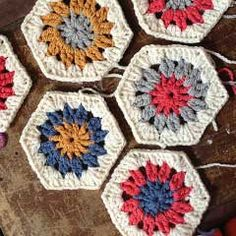 10 minutes hexagon. Download this free pattern at allcrochetpatterns.net