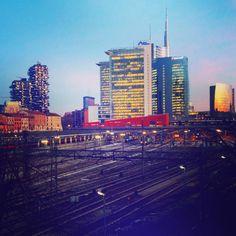 New YorkI love you but you're bringing me downOps!È Milano! #lcdsoundsystem #latergram #milan #milano #ig_milano #igersmilano #milanocity #portanuova #iloveyou #bringingmedown #sunset #unicredittower #boscoverticale #milanocity #milanodavedere #mymilano by phynziolina