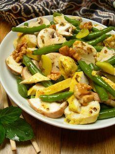 Salade de poulet mariné aux épices, champignons de Paris et haricots verts