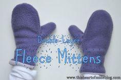 Double-Layer Fleece Mittens: The pattern looks so simple! Fleece Crafts, Fleece Projects, Diy Sewing Projects, Sewing Hacks, Sewing Tutorials, Sewing Crafts, Dress Tutorials, Denim Crafts, Fleece Patterns