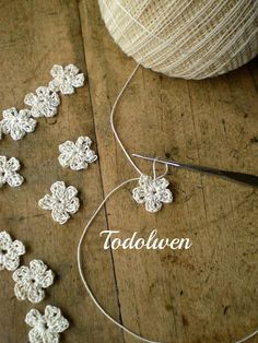 Todolwen: I Am Hooked! Pattern for making these tiny little flowers, written pattern under graph pattern