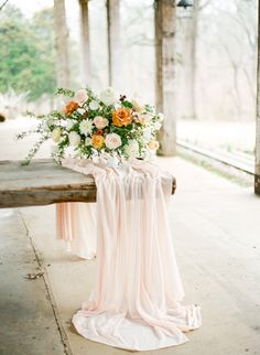 Whimsical Peach and Ivory Wedding Ideas | Wedding Sparrow | Connie Whitlock Photography