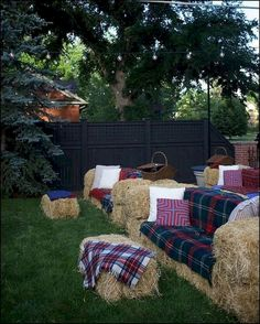 How to set up hay bale couches bonfire parties, bonfire party decorations, fall bonfire Bonfire Party Decorations, Fall Bonfire Party, Bonfire Parties, Fall Festival Decorations, Bonfire Ideas, Fall Harvest Party, Halloween Decorations, Fall Birthday Decorations, Backyard Decorations