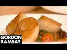 How to Cook Perfect Scallops - Gordon Ramsay Part 2 Gordon Ramsay Shows, Chef Gordon Ramsey, Seafood Dishes, Seafood Recipes, Cooking Tips, Cooking Recipes, Cooking Joy, Cooking Websites, Cooking Videos