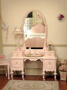 Pretty pink vanity <3. Always wanted one of these...