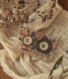 retro wallpaper aesthetic pattern Image about photography in Umbralina by Umbralina Old memories Art Hoe Aesthetic, Brown Aesthetic, Flower Aesthetic, Aesthetic Vintage, Spring Aesthetic, Aesthetic Drawing, Hight Light, Vintage Makeup, Vintage Photography