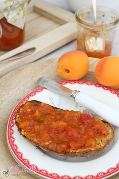 Chutney mit Tomate und Pfirsich, das perfekte Geschenk aus der Küche: http://ullatrullabacktundbastelt.blogspot.de/2017/06/tomaten-chutney-mit-pfirsichen-das.html
