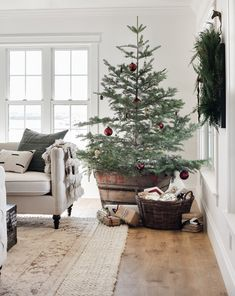 Simple Ideas to Dress up your Living Room for the Holidays — Boxwood Avenue Modern farmhouse Christmas decorating ideas - christmas decorating - farmhouse Christmas tree - vintage Christmas tree Decoration Christmas, Farmhouse Christmas Decor, Decoration Table, Country Christmas, Christmas Island, Primitive Christmas, Handmade Christmas, Vintage Christmas Decorating, Outdoor Christmas