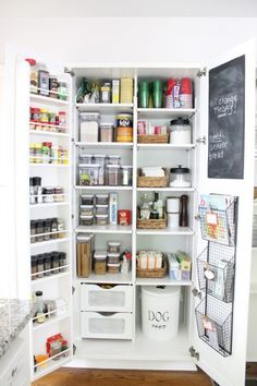 Organized pantry eclecticallyvintage.com