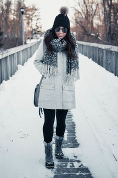 Snow Boots Outfit, Snow Day Outfit, Winter Boots Outfits, Winter Outfits For Work, Winter Outfits Women, Winter Fashion Outfits, Autumn Winter Fashion, Winter Style, Snow Fashion