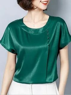 Satin Blouses, Shirt Blouses, Blouse Styles, Blouse Designs, Short Sleeve Blouse, Short Sleeves, Blouse And Skirt, Blouse Outfit, Blouses For Women