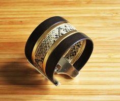 Bracelet manchette cuir imprimé reptile beige doré et par Ccedille