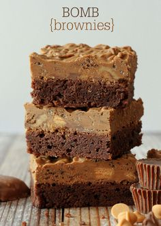 Delicious BOMB Brownies that are to die for! Reese's, Butterfingers, lot of chocolate chips and more! { lilluna.com } #brownies