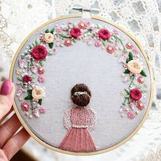 new brazilian embroidery patterns Hand Embroidery Videos, Embroidery Stitches Tutorial, Creative Embroidery, Simple Embroidery, Learn Embroidery, Hand Embroidery Designs, Ribbon Embroidery, Embroidery Kits, Vintage Embroidery