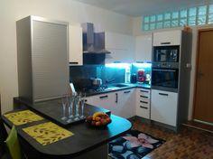 Poradca: Janka Smatanová - kuchyňa Ester Corner Desk, Kitchen Cabinets, Furniture, Home Decor, Corner Table, Decoration Home, Room Decor, Cabinets, Home Furnishings