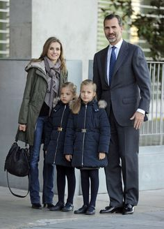 Spain's Crown Prince Felipe (R), Princess Letizia (L) and their daughters Infanta Leonor (front right) and Infanta Sofia arrive at the Quiron University Hospital in Madrid on 22.11.13, to visit Spain's King Juan Carlos.