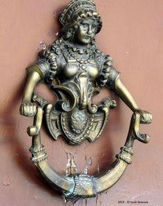 coisasdetere:  Maiden Door knocker. BOLONYA - ITÀLIA.                                                                                                                                                                                 Mehr