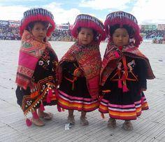 Peru: little girls, Cuzco. Precious Children, Beautiful Children, Beautiful Babies, Beautiful People, Little People, Little Ones, Cute Kids, Cute Babies, Folk Costume