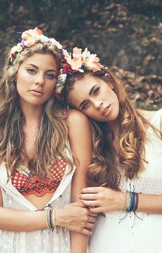Free Romantic floral wreath BRIDAL headband or autumn festival / Bohemian Ang Hippie Chic, Style Hippy, Moda Hippie, Boho Chic, Bohemian Style, Bohemian Dresses, Shooting Couple, Stil Inspiration, Foto Real