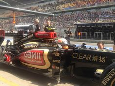 Romain Grosjean heading back to the garage - 2013 Chinese GP FP2