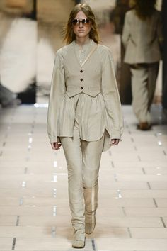 http://www.vogue.co.uk/fashion/spring-summer-2016/ready-to-wear/trussardi/full-length-photos/gallery/1487950