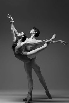 <<Oksana Skorik and Xander Parish, Mariinsky Ballet # Photo © Darian Volkova for World of Ballet>>