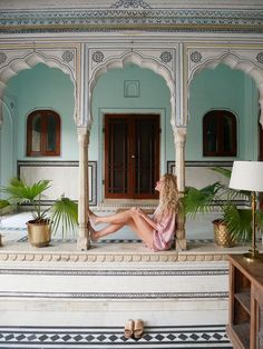 Samode Review: Showcasing Both Samode Haveli in Jaipur and Samode Palace Just Outside Jaipur Best Hotels, Amazing Hotels, Romantic Resorts, Stone Pillars, Asian Street Style, Indian Bridal Fashion, Home Room Design, Indian Homes, India Fashion