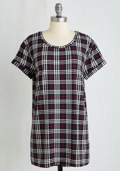 Weekend Ease Tunic in Plaid From the Plus Size Fashion Community at www.VintageandCurvy.com
