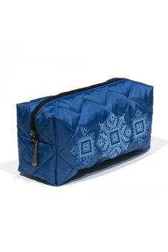 Яскраво-синя косметичка з водонепроникної плащової тканини. Виріб оздоблено вишивкою хрестиком в синьо-блакитній кольоровій гамі. Косметичка доволі містка: тут вистачить місця для всієї вашої косметики та інших дрібничок, життєво необхідних кожній жінці. Indigo, Bags, Handbags, Taschen, Indigo Dye, Purse, Purses, Totes