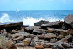 nice Granite Island crashing waves Check more at http://www.discounthotel-worldwide.com/travel/granite-island-crashing-waves/