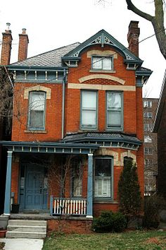 red brick house with black trim Folk Victorian, Victorian Homes, Vintage Homes, Style At Home, Toronto Houses, House Trim, Brick Architecture, Modern Mansion, Tudor House
