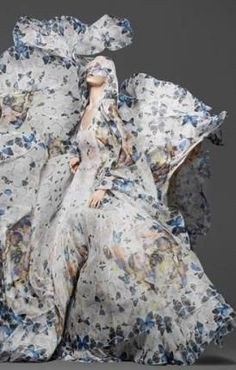 New fashion editorial photography fantasy alexander mcqueen 17 ideas Couture Fashion, Fashion Art, Editorial Fashion, New Fashion, High Fashion, Fashion Design, Floral Fashion, Timeless Fashion, Runway Fashion