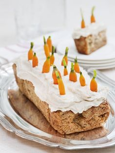 Carrot and walnut cake with cardamom frosting. Cake:      6dl (2¾ cups) carrots, finely grated     2dl (1 cup) canola oil     5dl (2¼ cups) wheat flour     4 eggs     3 teaspoons baking powder     2 teaspoons ground cinnamon     2 teaspoons vanilla sugar     4dl (1¾ cups) sugar     2dl (1 cup) walnuts, chopped into small pieces. -   Frosting:      120g (4¼ oz) cream cheese     50g (1¾ oz) margarine     4dl (1 ¾ cups) confectioner's sugar     cardamom     Oven: 175°C/350°F Time: 40 minutes