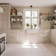 Kitchen Dining, Kitchen Cabinets, Home Kitchens, Home Furnishings, Shed, Home And Garden, Cottage, Rustic, Kom Ihåg