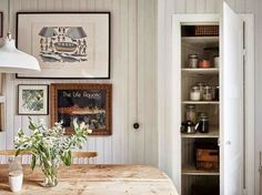 Country-style in a modern flat - with surprising results! (my scandinavian home) Sweet Home, Deco Addict, Kitchen Cabinet Styles, Kitchen Cabinets, Dining Room Inspiration, Scandinavian Home, Country Kitchen, Interior Design Living Room, Home Furniture